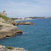 Tamarit, v pozadí pláž před Altafullou, po které se dá dojít do Torredembary