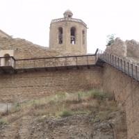 Hradby, vzadu věž kostelu Santa Maria