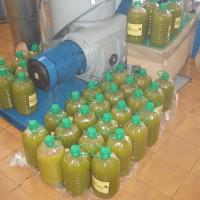 Vylisovaný, nefiltrovaný olivový olej
