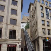 Lleida - eskalátor, který vede z hlavního náměstí ke katedrále