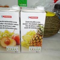 Broskvovo-hroznový džus a ananasovo-hroznový džus