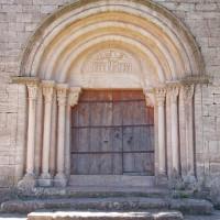 Portál kostelíčku v Siuraně