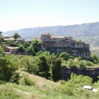 Vesnička Siurana, v pozadí pohoří Montsant
