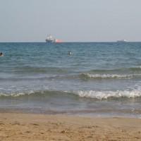 Výhled na moře a tankery z Platja del Miracle