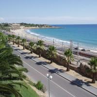 Výhled z Balcó Mediterráni na Platja del Miracle a Punta del Miracle