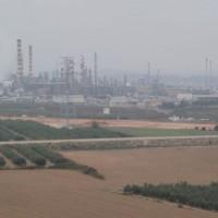Chemický průmysl na západ od Tarragony, za řekou Francolí